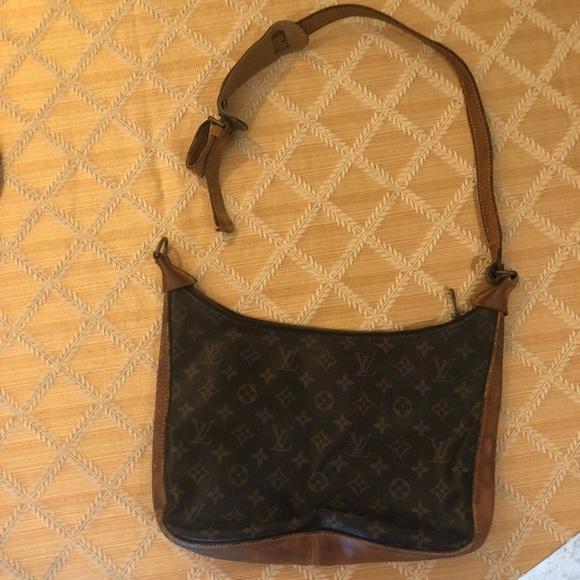 Louis Vuitton Handbags - Louis Vuitton BAG NEEDS REPAIR b8d611fa98952